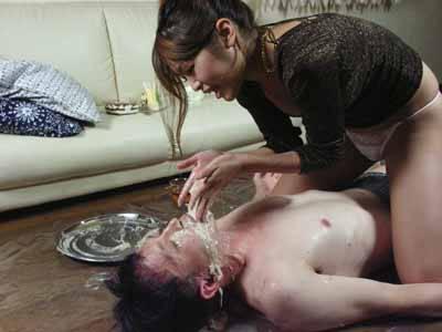 美女に直接口に嘔吐してもらって美女の吐しゃ物を味わいます